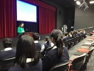 岩高生向けの英語の授業を受けました