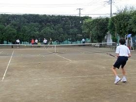 部活動体験の様子(テニス)