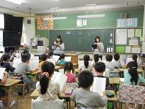国語の授業で教科書の音読