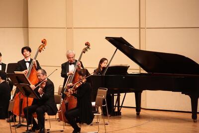 音楽科教員がピアノで参加