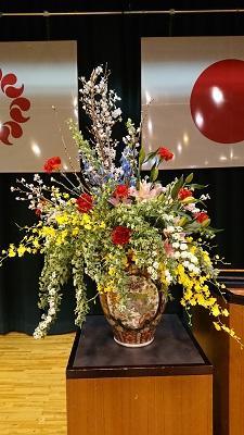 卒業式の壇上花